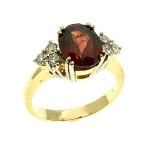 exclusieve ring met rode edelsteen