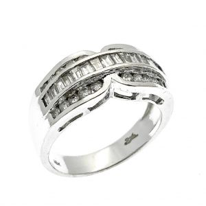 witgouden ring met baguette en briljant geslepen diamanten