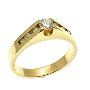 ring 18 karaat met diamant