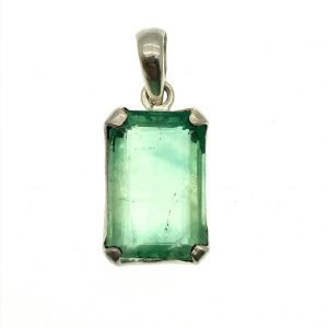Zilveren hanger met groene edelsteen