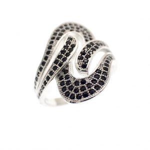 zilveren ring met zwarte zirconia