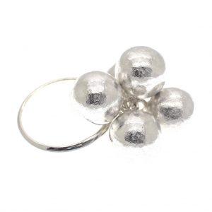 zilveren ring met bolletjes