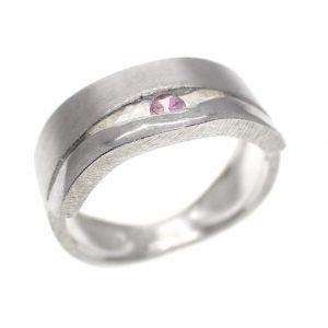 zilveren gematteerde ring met zirconia