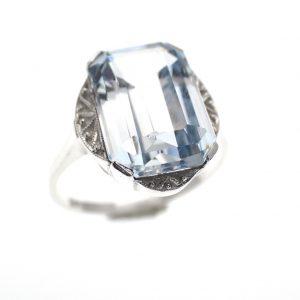 zilveren ring vintage look licht blauwe steen