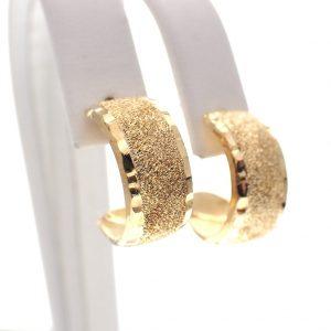 gouden oorstekers halfrond gediamanteerd