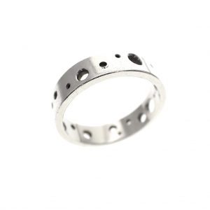 zilveren ring met gaten