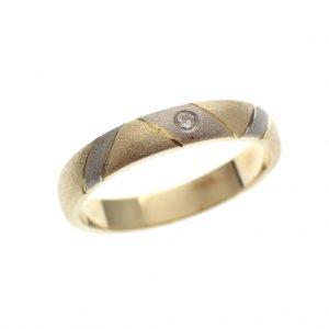mat gouden ring met briljantje