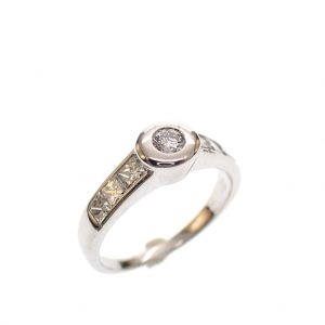 witgouden diamanten ring