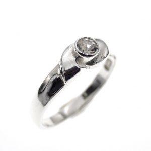 zilveren meisjes ring met steentje